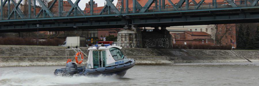 Policjant i Ratowniczka WOPR uratowali desperatkę